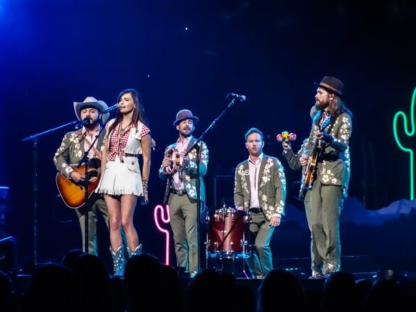 The sweet sassafras from TX, Miss Kacey Musgraves, opened the concert