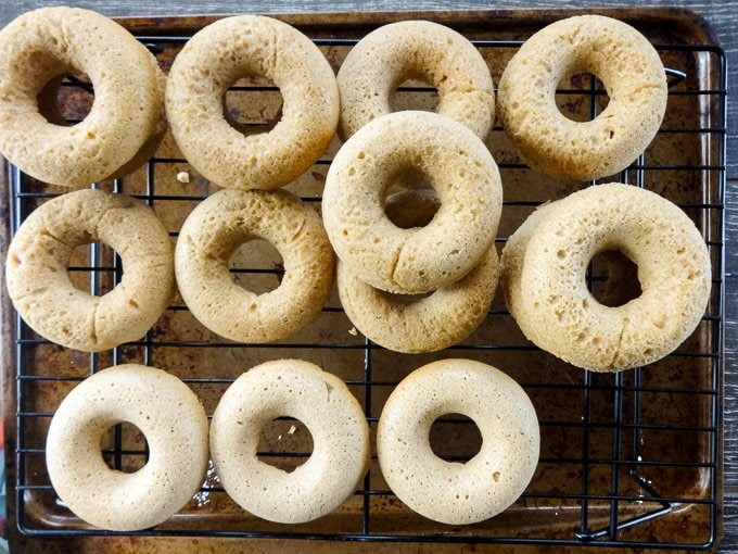 Whole Wheat Apple Cider Donuts from www.sweetcayenne.com #fallflavors