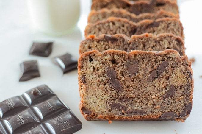Double Chocolate Chunk Banana Bread - a banana bread must-try at only 200 calories per slice! www.sweetcayenne.com