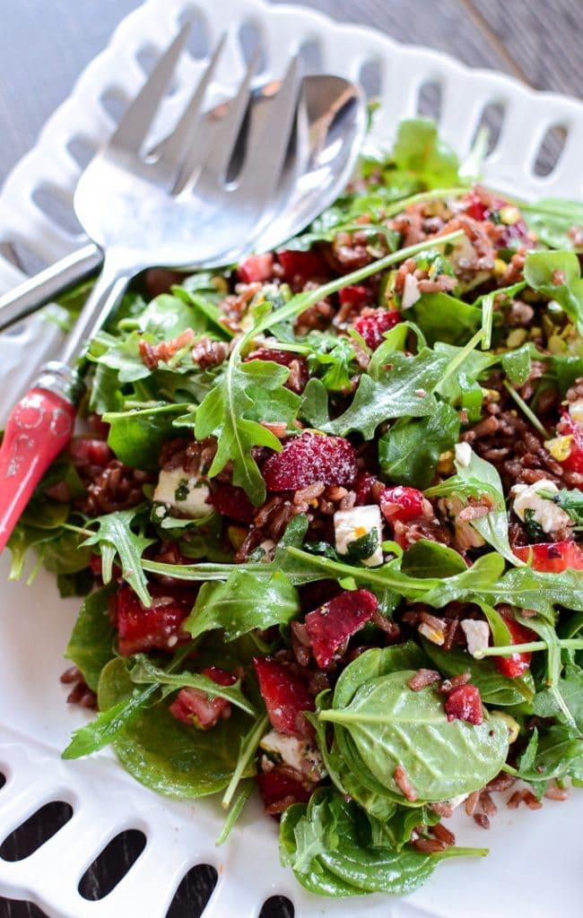 Strawberry Wild Rice Salad #vegetarian #glutenfree www.sweetcayenne.com