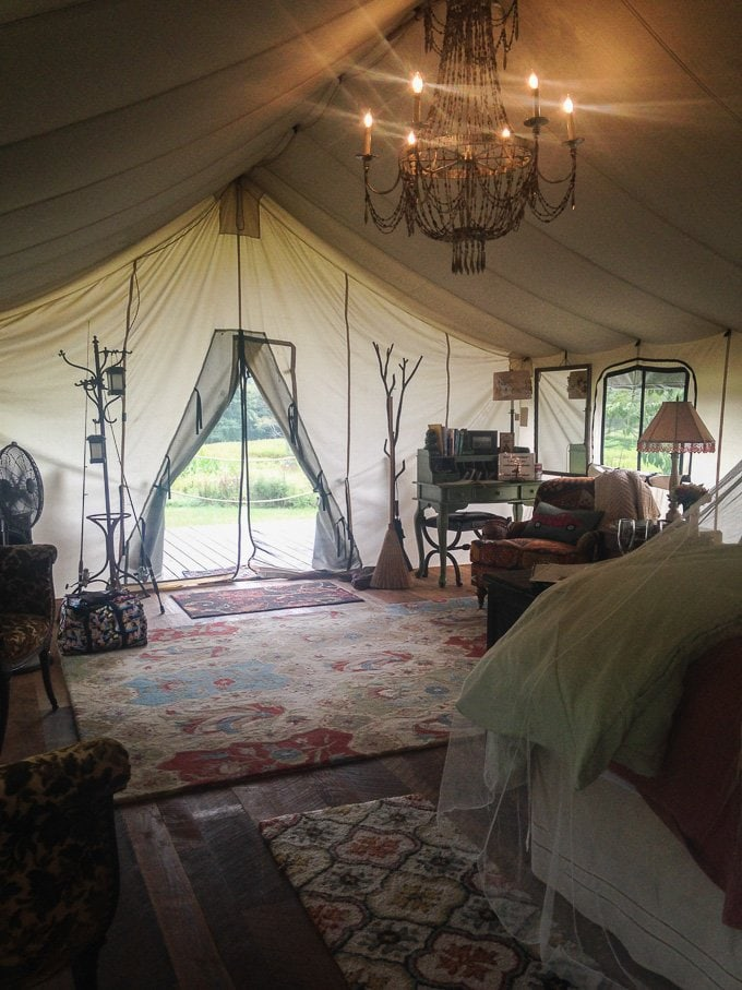 """Get an inside look at what it's like to spend a weekend """"glamping."""" Basically, this is the glamorous way to go camping! From sweetcayenne.com"""