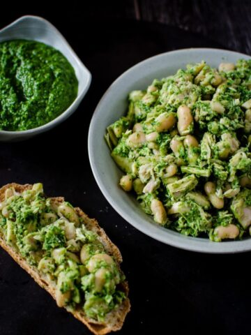 Tuna and White Bean Salad with Kale Pesto is a simple, fresh take on a lunch classic. The clean flavors in this salad make it a delicious fresh and healthy option to pack for lunch! Gluten-free, packed with protein, and can be made ahead.