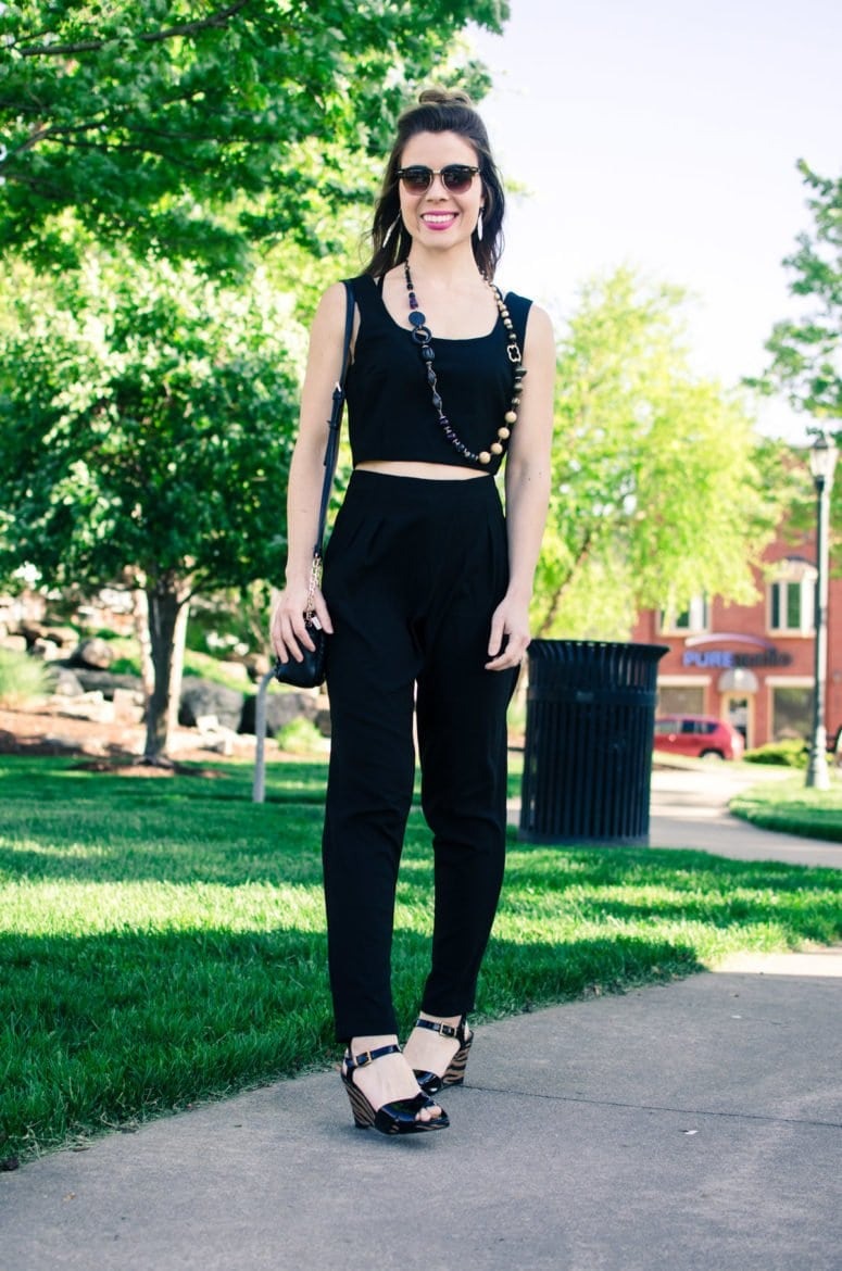 This sleek two piece black jump suit is so versatile and can be styled to look great for a day of errands or a night on the town! DIY fashion and style inspiration for women.