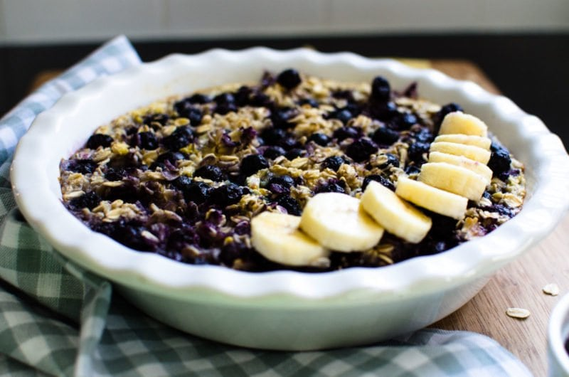 Practiced a bit of self-care this past Sunday and whipped up this make-ahead Caramelized Banana Blueberry Oatmeal for breakfast during the week. It was a GOOD decision. Starting off weekdays right w/ a warm, comforting, healthy breakfast