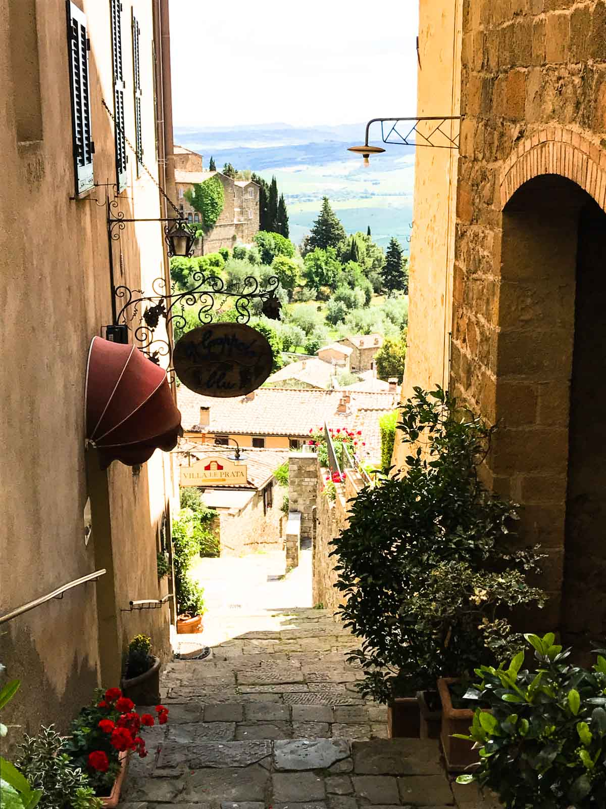A photo journal from two of my favorite day trips from Florence, Italy - the quaint and adorable villages of Pienza, Montalcino, and Masa Maritima.